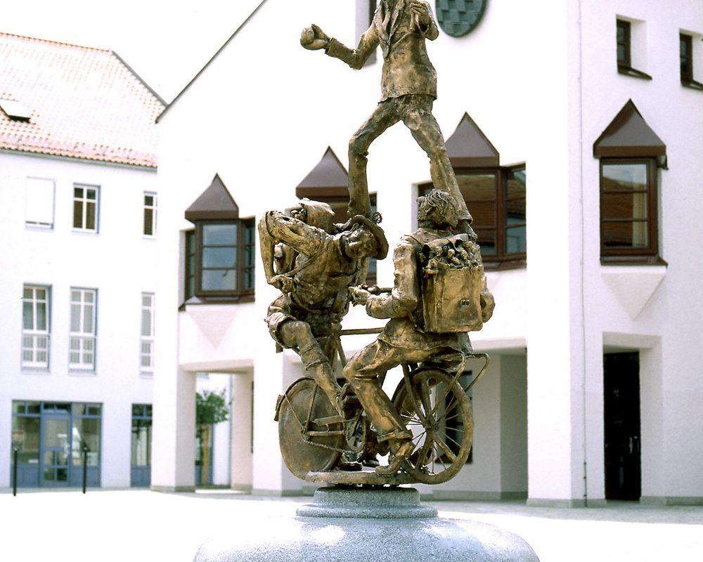 Stadtradlbrunnen, Rathausplatz, Bronze, 1988